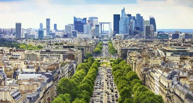 Quelques mois après le vote britannique en faveur du Brexit, Paris met les bouchées doubles pour attirer un des piliers de la finance européenne...