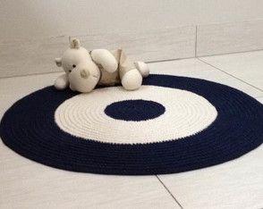 Lindo tapete de crochê nas cores azul marinho e cru, são de 60 cm de muito amor. Esta combinação de cores é linda. Este tapete vai bem em decorações marinheiros , ursinhos marinheiros, e etc.. #tapetedecroche #tapeteazulmarinho #tapetepequeno #tapetedecrochepequeno #decoraçãomarinheiro #decoraçãoquartodebebe #decoraçãoinfantil #tapetequartodebebemenino