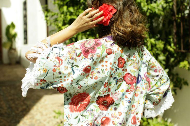 Kimono con estampado de mantón y flecos de algodón