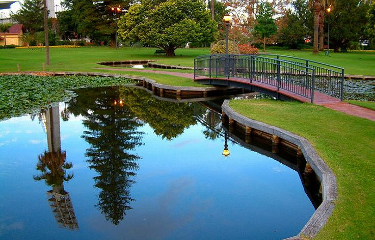 Gardens in Perth Western Australia. Having Kings Park as the showcase park we forget that there are some other lovely parks right in the heart of Perth. Queens Park is a beautiful garden area corner of Plain and Hay Street