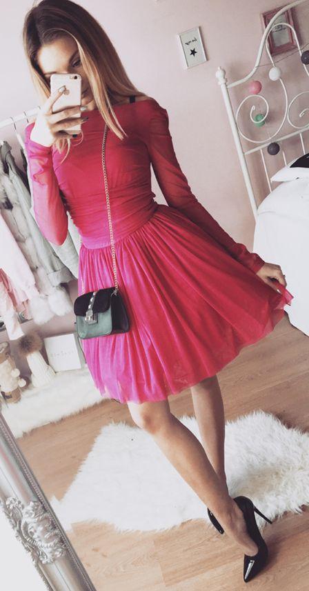 Tiulowa malinowa sukienka z koronką na plecach. Made in Poland <3 269 zł