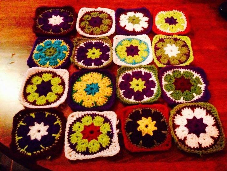 Flores africanas en cuadrados para manta cubre pies