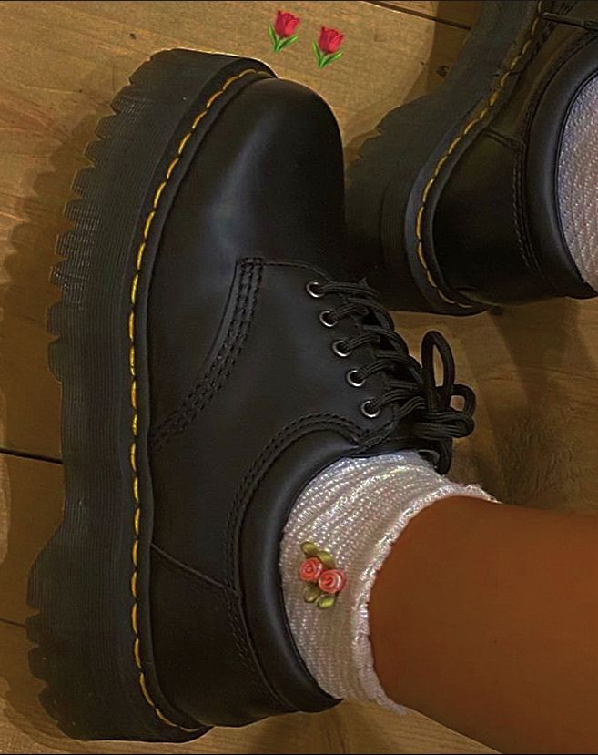 Pin by 𝖒𝖆𝖉𝖉𝖎𝖊 𝖗𝖔𝖘𝖊 on fashion | Aesthetic shoes, Diy shoes ...
