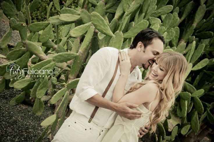 Engagement photos of natalia francis by tuty feliciano for Bodas jardin botanico caguas