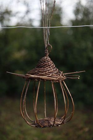 Mangeoire à oiseaux ou lanterne en osier/vannerie tressée