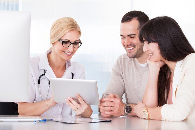1 Ocak 2016 tarihi itibariyle SGK ile anlaşmalı tüm özel hastane doktorları reçetelerini e-imza ile imzalamak zorunda. Doktorlara zorunlu hale getirilen e-imza ile bugüne kadar şifreyle girilen reç...