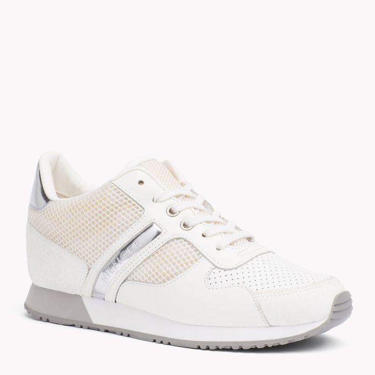 De Metallic Sneaker Met Streep is het hoogtepunt van dit seizoen: Uit de nieuwste Tommy Hilfiger sneakers collectie voor dames. Gratis verzending vanaf €50.