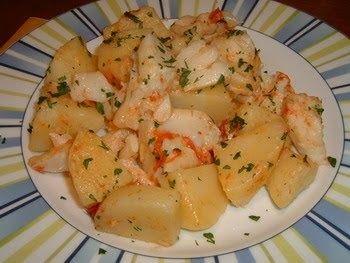 Ingredienti (per 4 persone):  800 gr. di baccalà ammollato; 400 gr. di patate, 10 gr. di prezzemolo, 3 acciughe sotto sale, 5 cucchiai di ...