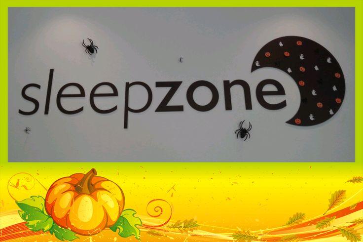 Y ya mañana llegará el tan ansiado día de Halloween ('Víspera de Todos los Santos'). En Sleep Zone, una vez más hemos decorado nuestro local al más puro estilo Halloween, ¿aún no has venido a verlo? estáis todos invitados!!