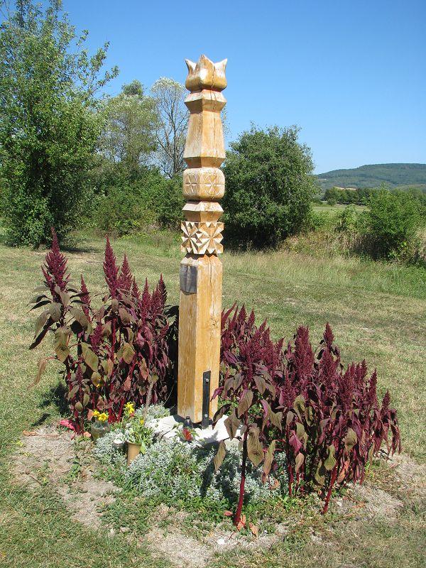 Kopjafa az elhunyt motorostársak emlékére (Tapolca) http://www.turabazis.hu/latnivalok_ismerteto_5178 #latnivalo #tapolca #turabazis #hungary #magyarorszag #travel #tura #turista #kirandulas