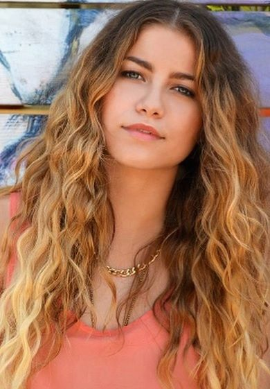 sofia reyes. tomboy style but knows how to dress up. woman after my own heart ;)