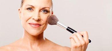 Συμβουλές μακιγιάζ για να δείχνετε νεώτερη