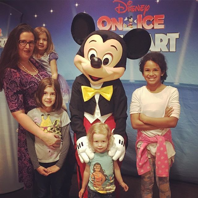Its Disney On Ice time! . . . #disney #disneyonice #mickey #familypreneur #familyfun #kidsoutandabout #phoenix #phxkids #arizona #fun #weekendfun #momlife #momblogger #mommyandme #familynight #magical #excited #mommyblogger #phx #az #weekend #minnie #lovethem