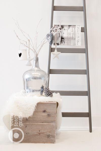 #pintratuin - ladder als opberger voor magazines. Ladder is ook te koop bij Kwantum voor €15