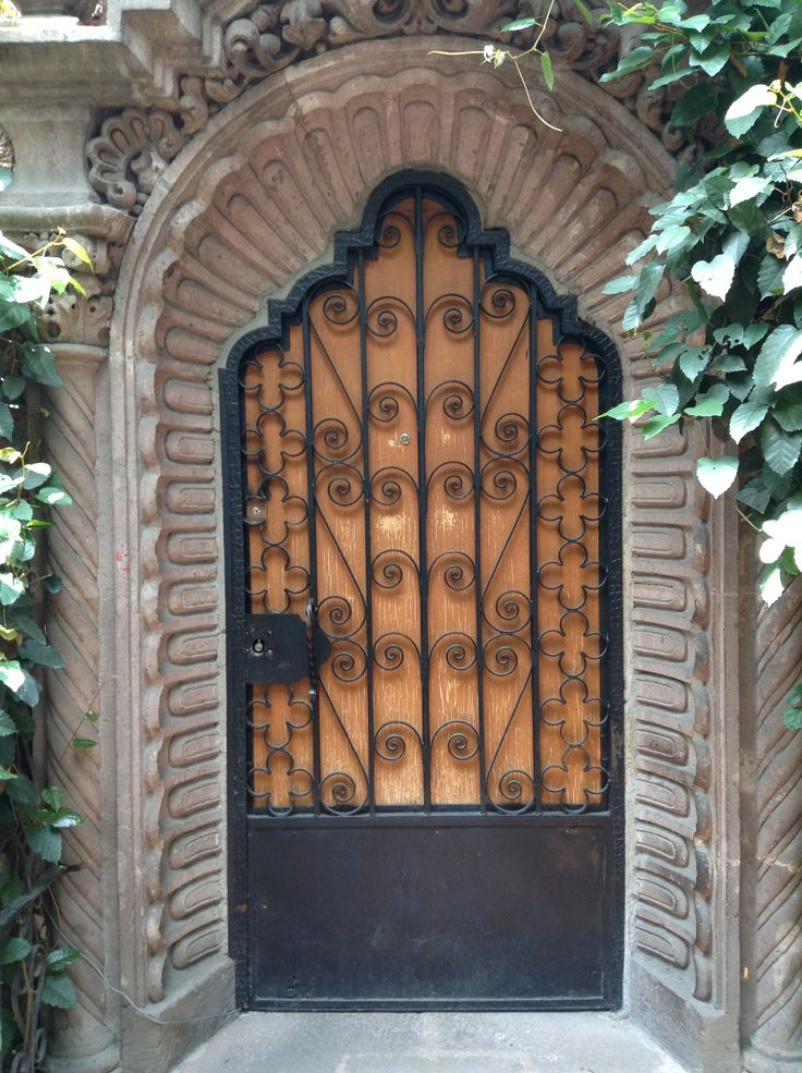Puerta #104 Col. Roma