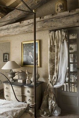 Rustic elegance - the running theme of what has been drawing my eye as lately. The combination of the gorgeous chest, canopy bed, and exposed beams is striking.