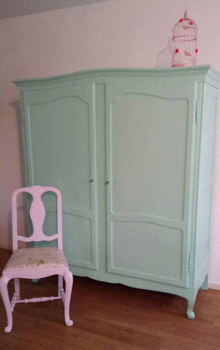 Mintgroene kledingkast, prachtig! Alles wordt naar wens beschilderd ...