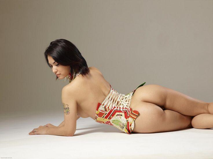 Maria Owaza Nude 36
