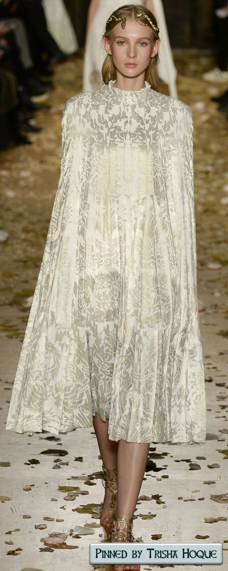 Valentino Spring Couture 2016 Fashion Trends 2016/2017 https://www.pinterest.com/trishahoque/fashion-trends-20162017/