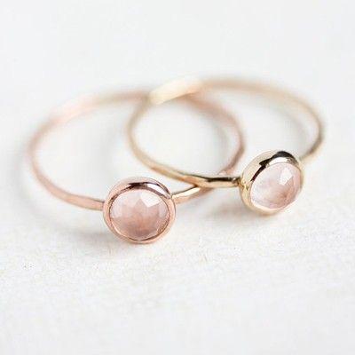 Bague fine or et quartz rose l La Fiancee du Panda blog mariage