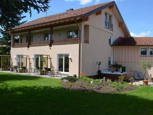 Pension Hochberg Scheidegg Offering a hot tub and sauna, Pension Hochberg is located in Scheidegg in the Bavaria Region, 37 km from Oberstdorf. Free WiFi is offered and free private parking is available on site.