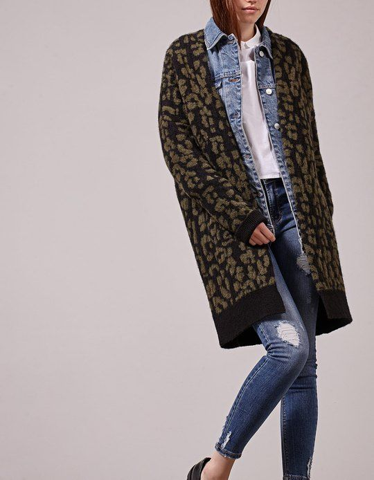 At Stradivarius you'll find 1 Knitted leopard pattern cardigan for woman for just 29.95 Spain . Visit now to discover this and more null.