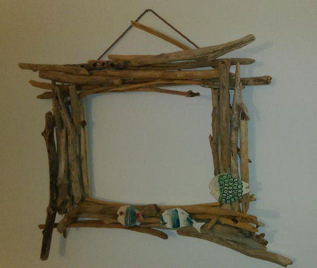 Cornice realizzata con ramoscelli raccolti sulla spiaggia - English version : http://www.ricicreare.it/mirror.html