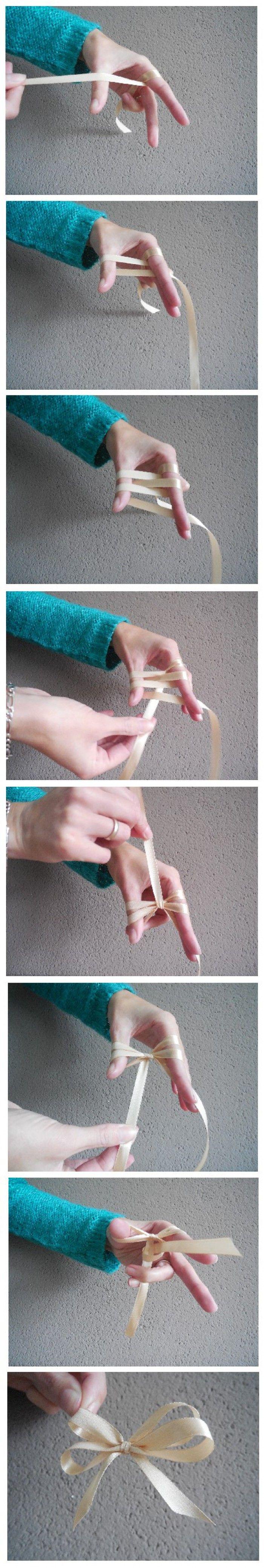 Makkelijk zelf met een strik met dubbele lus maken, Ik hoop dat ik het duidelijk op de foto heb gezet.