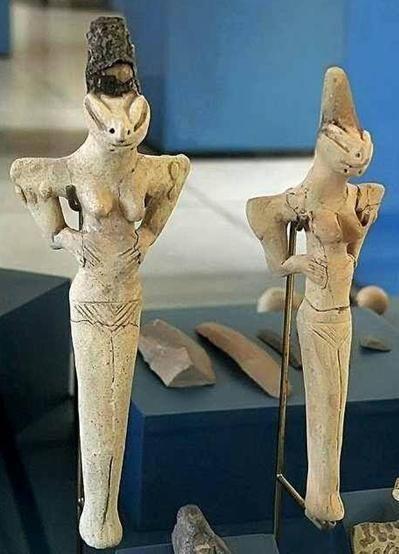 Figurilla de ser reptiliano de Ubaid, 7000 años de antiguedad. Son muchas las figuras de este tipo encontradas en la zona de Mesopotamia  Leer más: http://el-libertario.webnode.es/nuestros-antiguos-instructores/