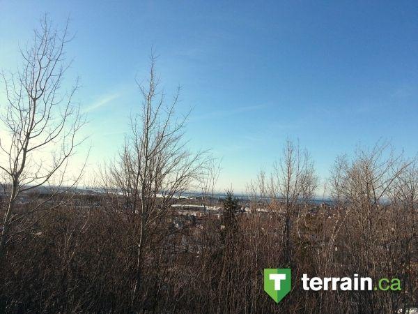 Petite vue sur le fleuve et Rimouski à partir de ce terrain.