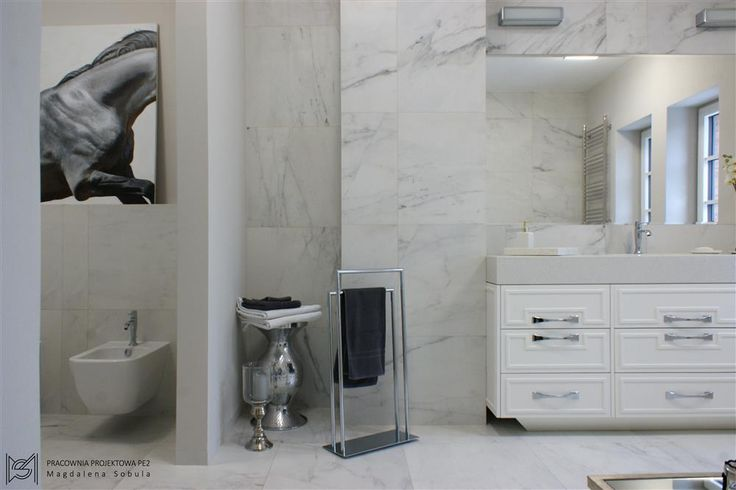 Elegant and bright bathroom (Magdalena Sobula)