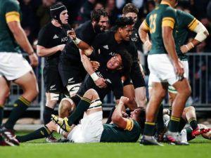 New Zealand trounce error-ridden Springboks
