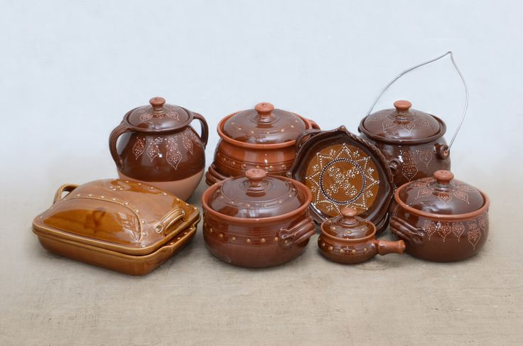 Hungarian cooking pots - brown