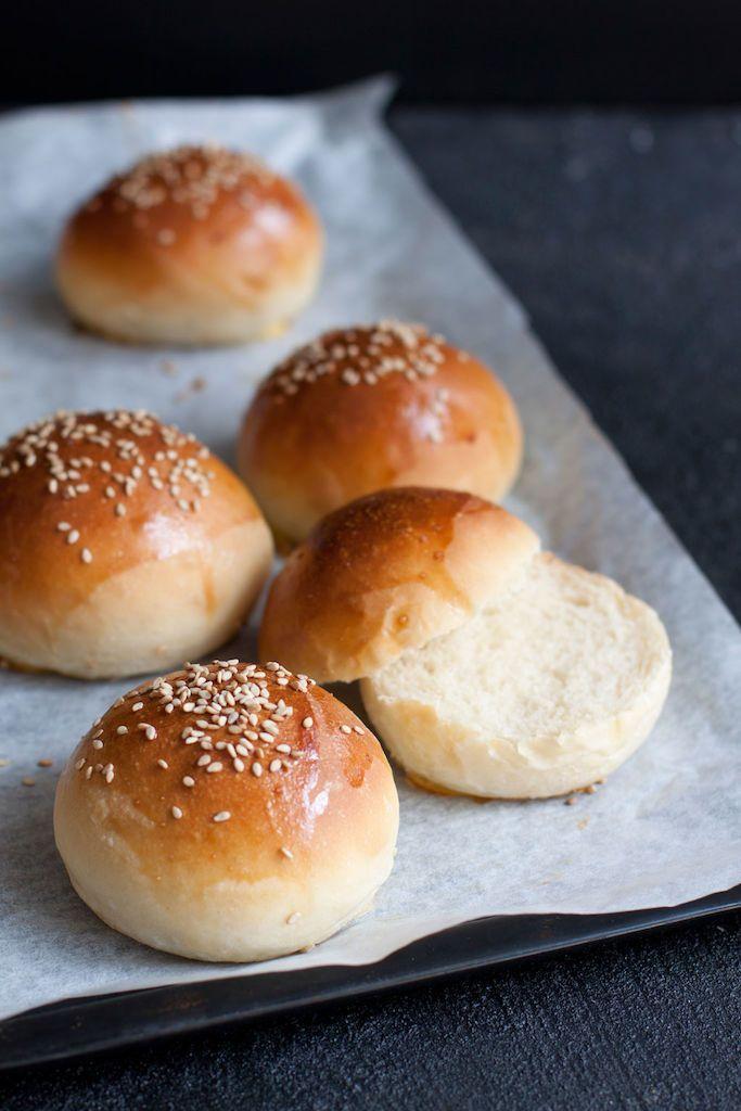 Leivontakirjailija ja -bloggaaja Liisa Westerberg etsi pitkään täydellistä hampurilaissämpylöiden ohjetta. Tässä se nyt on.