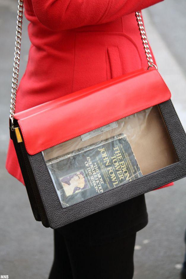 16.03.Bookletta bag@Victoriei Square | Ma numesc Bucuresti