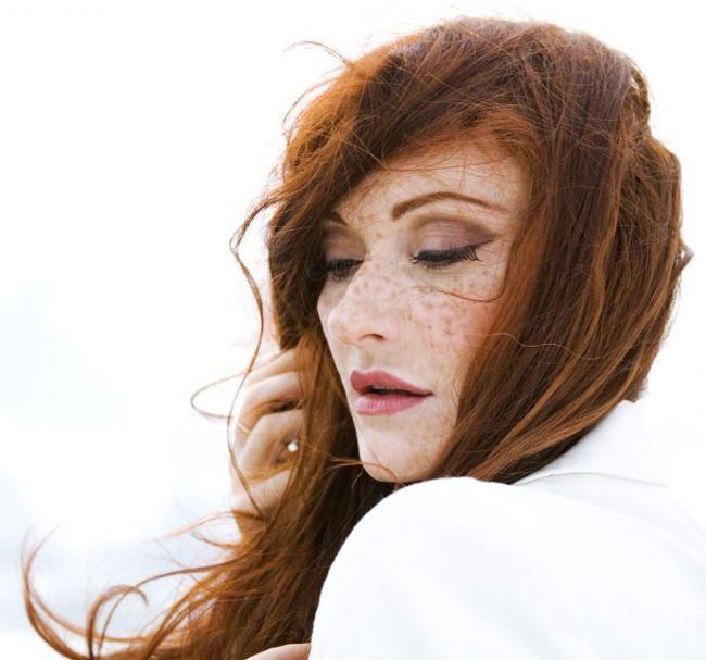 http://www.living-postcards.com/more-bouzouki/maria-markesini-musician#.Vhj-RBOqpBc