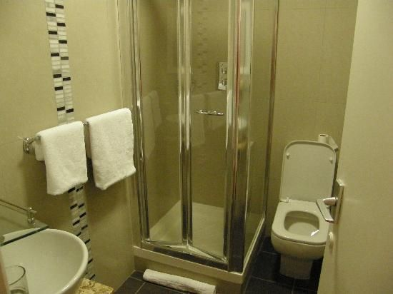 very small shower rooms | Pictures of West Cliff Inn, Bournemouth - Hotel Photos - TripAdvisor