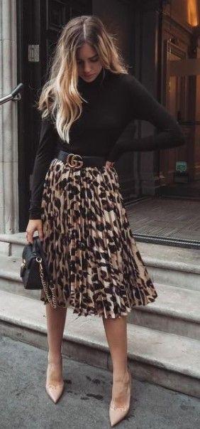 30 lässige schwarze Outfits für Frauen #blackoutfits # dailyfeedpins.com #tobedifferen …
