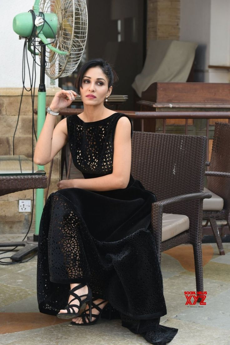 Mumbai: Pooja Chopra during a photo shoot - Social News XYZ