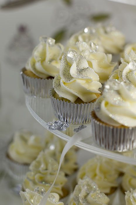 1000  ideas about Silver Cupcakes on Pinterest | Bling Cupcakes ...