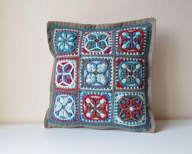 Ravelry: Lucky Quatrefoil Pillowcase pattern by Lilla Björn Crochet