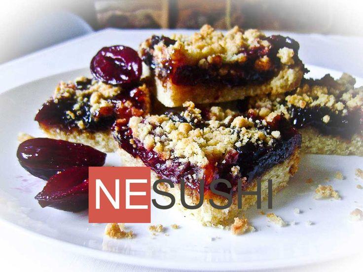 Вкусный пирог со штрейзелем - на контрастах хрупкости песочной крошки и сливовой сочности начинки :-)