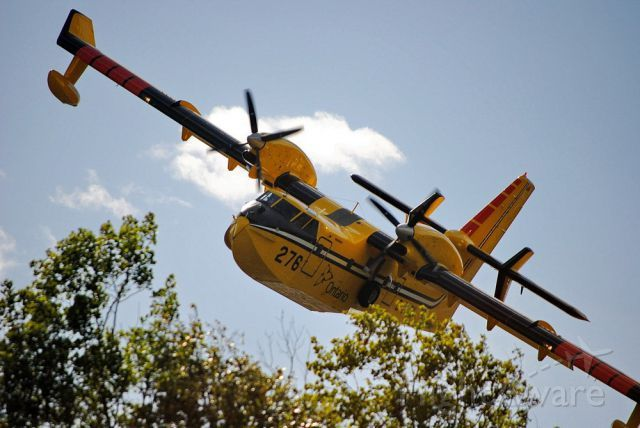 FlightAware ✈ Photo of Canadair CL-415 SuperScooper (C-GOGX)