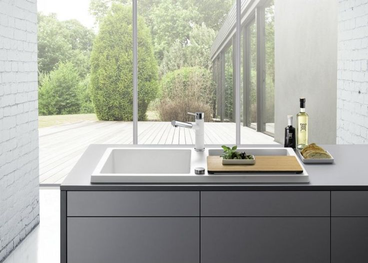 Zlewozmywak BLANCO ADON XL 6 S cechuje eleganckie obramowanie i geometryczny kształt nawiązujący do aktualnych trendów w architekturze