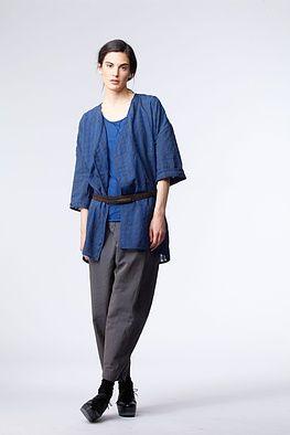 Gürtle Otgar - Der schmale OSKA Gürtel auch hochwertigem Leder bringt weite Kleider, Blusen und Jacken auf Figur. Er wird zweimal um Taille oder Hüfte geschlungen. Vier Löcher sorgen für individuelle Weite.
