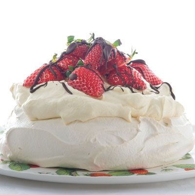 This is a simple #kiwi_Pavlova #recipe, #crunchy on the outside and marshmallow on the inside.