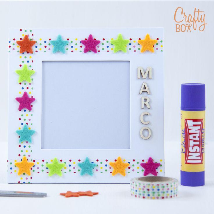 Crafty Box Kids son manualidades para niños. Marco de fotos con estrellas de fieltro y washi tape.