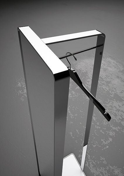 #mirror on the floor made up of a metal structure with metal hanger. Structure collection by Inbani. #bathroom #design