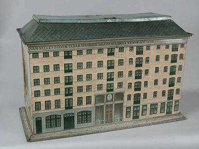 Winkelblik in de vorm van het fabrieksgebouw Van Nelle aan de Schiedamsedijk