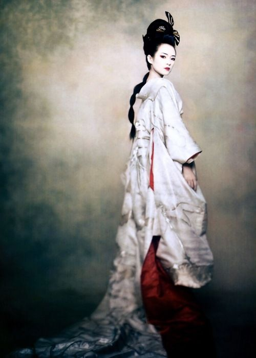 Bird of paradise : Zhang Ziyi in a kimono costume designed especially for the 2005 movie Memoirs of a Geisha for Vogue US, december 2005